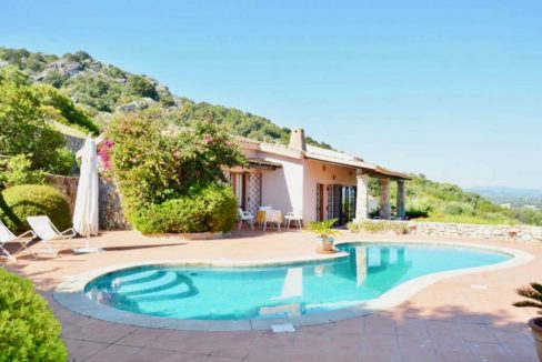 Splendida villa con piscina San Pantaleo