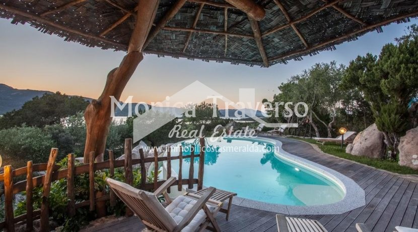 Villa indipendente con piscina e vista mare